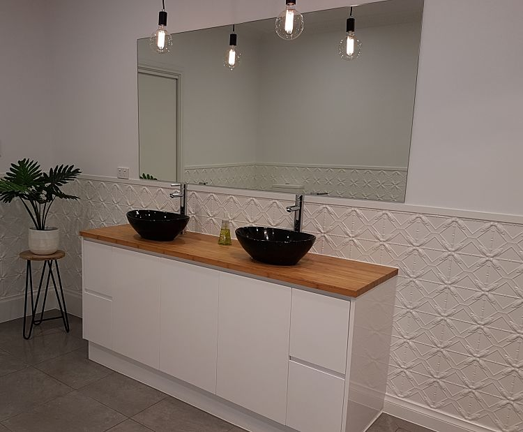 Lattice Design White Bathroom Dado